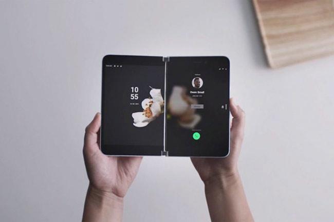 Microsoft gây bất ngờ với chiếc smartphone gập lại Surface Duo
