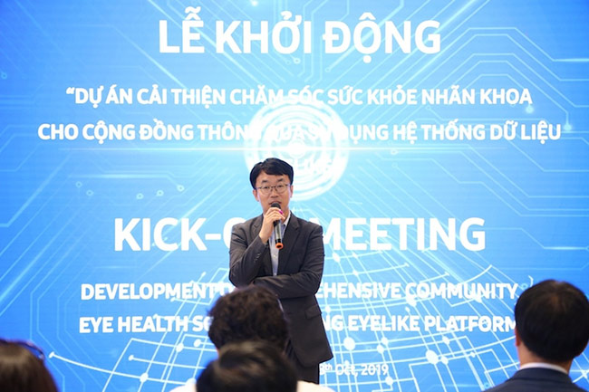 Ông KUBA Baek, Quản lý cấp cao – Bộ phận Chăm sóc Khách hàng, Công ty Điện tử Samsung toàn cầu chia sẻ trong Lễ khởi động