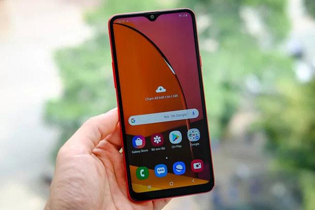 Galaxy A20s có màn hình tràn viền phía trước