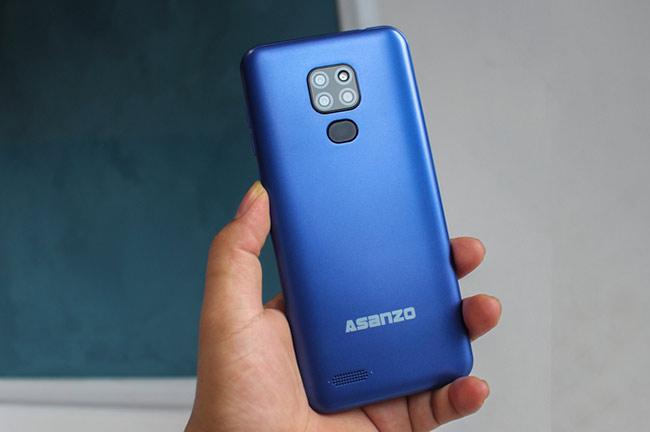 S6 được trang bị camera sau 3 ống kính dạng vuông như iPhone 11 Pro