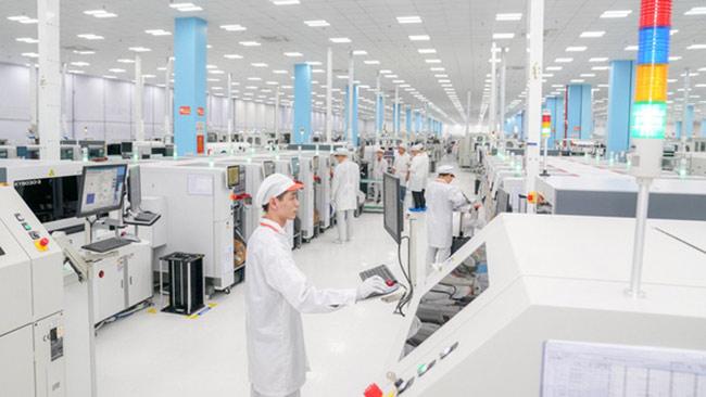Dây chuyền sản xuất điện thoại thông minh của VinSmart