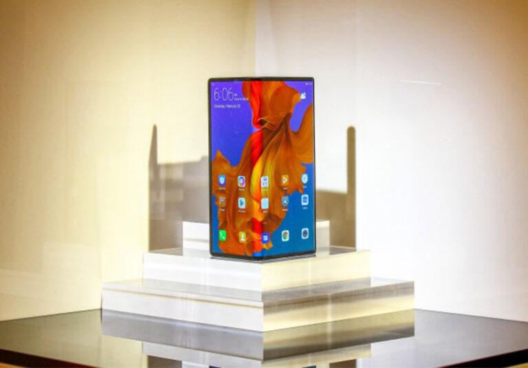 Huawei Mate X cháy hàng trong 60 giây