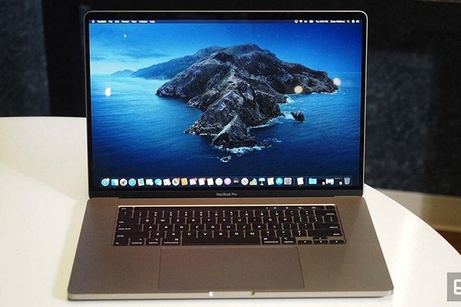 MacBook Pro 16 inch được trang bị màn hình Retina độ phân giải 3.072 x 1.920