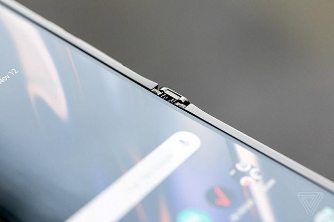 Motorola Razr chính thức hồi sinh với thiết kế màn hình gập