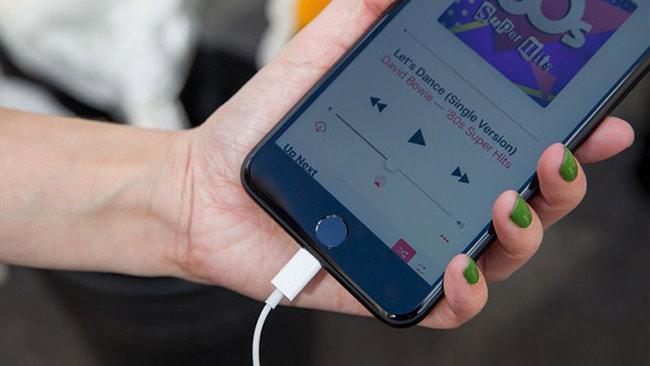 Vẫn cho điện thoại kết nối mạng, Bluetooth trong quá trình sạc