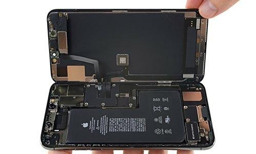 Pin của iPhone 11 được cho là không đủ để hỗ trợ mạng 5G. Ảnh: iFixit.