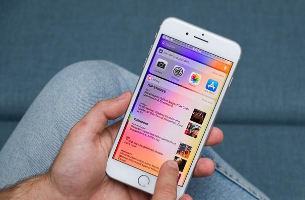 iPhone 8 Plus là một trong những model bán chạy tại Việt Nam. Ảnh: PhoneArena.
