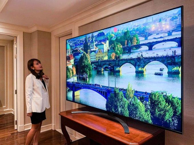 TV SM9900 chỉ có duy nhất kích thước 75 inch