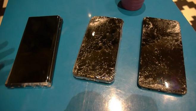 iPhone 11 Pro, Galaxy Note 10 và Huawei Mate 30 rơi xuống từ cầu thang cao chục mét, chiếc smartphone nào sẽ sống sót? - Ảnh 2.