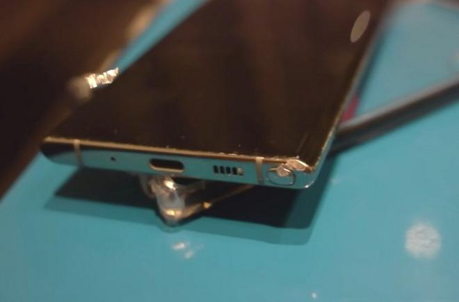 iPhone 11 Pro, Galaxy Note 10 và Huawei Mate 30 rơi xuống từ cầu thang cao chục mét, chiếc smartphone nào sẽ sống sót? - Ảnh 3.