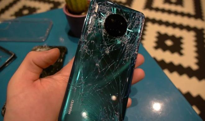 iPhone 11 Pro, Galaxy Note 10 và Huawei Mate 30 rơi xuống từ cầu thang cao chục mét, chiếc smartphone nào sẽ sống sót? - Ảnh 8.