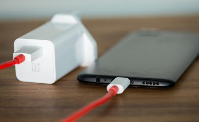 Tính năng mới của OnePlus sẽ giúp bạn yên tâm sạc điện thoại qua đêm mà không lo bị chai pin - Ảnh 2.