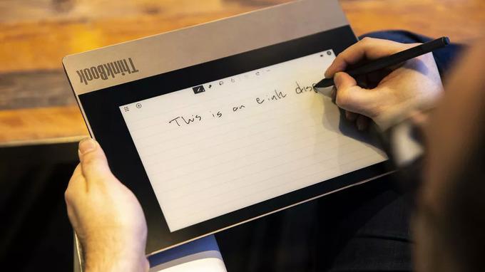 Lenovo ThinkBook dự kiến bán ra vào tháng 3/2020, giá từ 1.199 USD (27,8 triệu đồng).