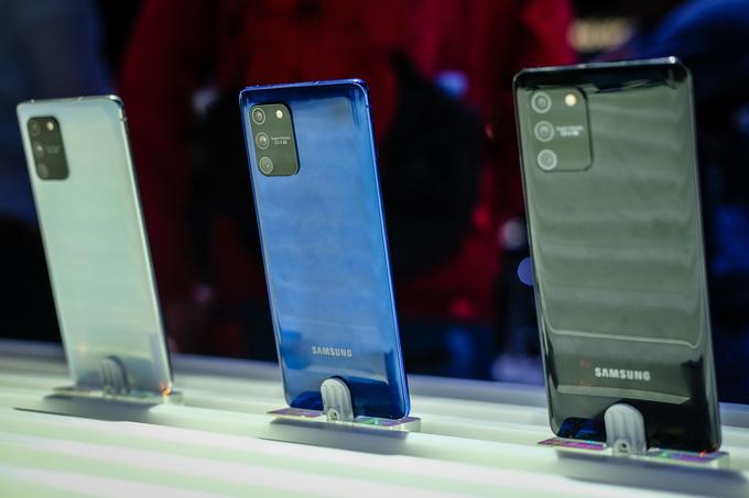 Bên cạnh Galaxy Note10 Lite, S10 Lite cũng được Samsung tung ra với kích thước, thiết kế tương tự nhưng không đi kèm bút cảm ứng S Pen