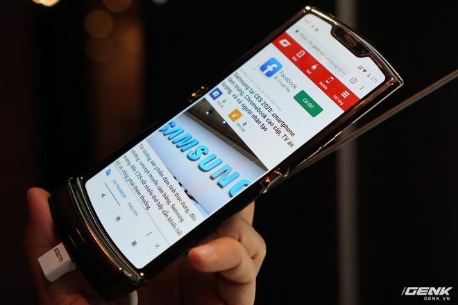 Trên tay smartphone gập Moto RAZR: Thiết kế chất, không có vết nhăn xấu xí như Galaxy Fold, nhưng cấu hình lại gây hụt hẫng - Ảnh 7.