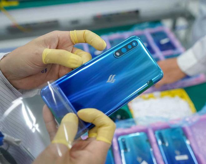 Smartphone của tỷ phú Phạm Nhật Vượng bất ngờ tăng trưởng chưa từng có, sắp bằng Apple tại Việt Nam - Ảnh 1.