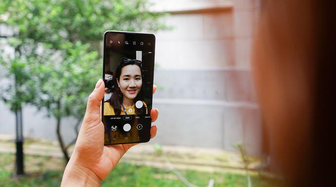 Galaxy A71 dùng màn hình Infinity-O Super AMOLED