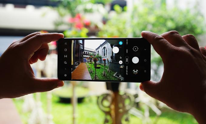 Galaxy A71 cũng là smartphone thứ hai của Samsung có camera chụp macro sau Galaxy A51