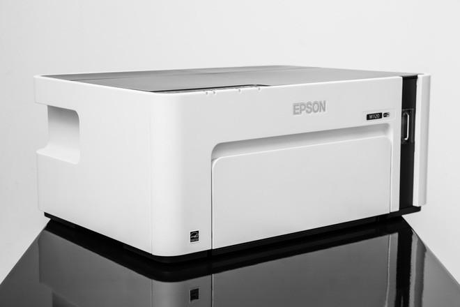 Đây là máy in đơn sắc Epson EcoTank M1120: thiết kế an toàn, cơ chế hoạt động đơn giản, chi phí không rẻ - Ảnh 1.