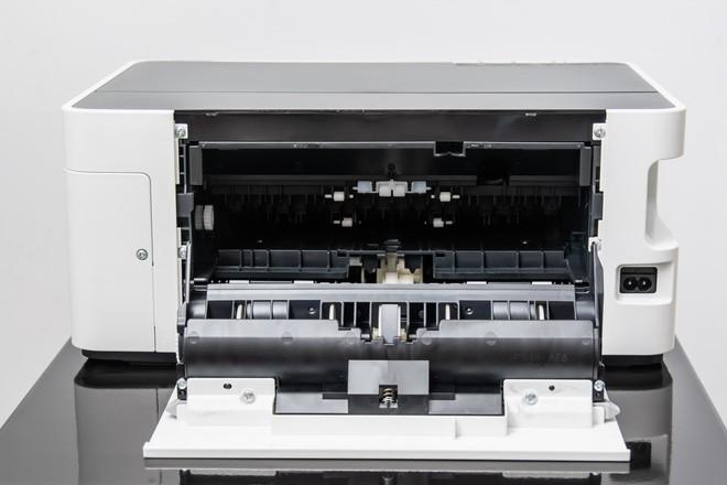 Đây là máy in đơn sắc Epson EcoTank M1120: thiết kế an toàn, cơ chế hoạt động đơn giản, chi phí không rẻ - Ảnh 4.