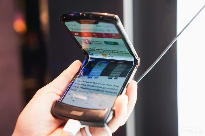 CNET: Motorola Razr gập được 27.000 lần thì xuất hiện tiếng cạch khá to, không đạt được kỳ vọng - Ảnh 2.