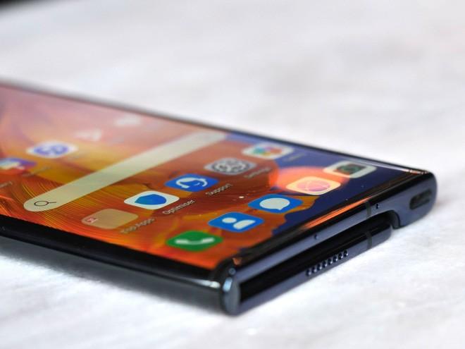 Màn hình gập của Huawei Mate Xs sử dụng vật liệu đắt gấp 3 lần vàng - Ảnh 2.