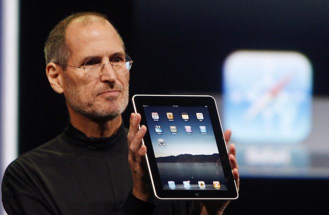 Nguồn gốc iPad xuất phát từ yêu cầu này của Steve Jobs: Một miếng kính để đọc email trong toilet - Ảnh 1.