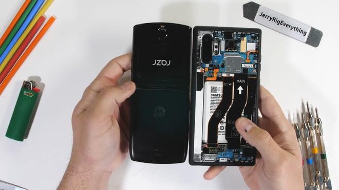 Tra tấn Moto RAZR 2019: Smartphone màn hình gập siêu mỏng manh - Ảnh 2.
