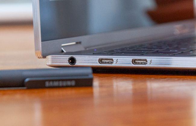 Samsung Notebook 9 Pro có các cổng phù hợp với kích thước