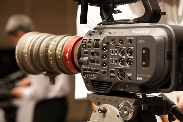 """Làm phim dễ dàng với máy quay Sony PXW-FX9 đạt chuẩn """"cận máy quay điện ảnh"""" - Ảnh 1."""