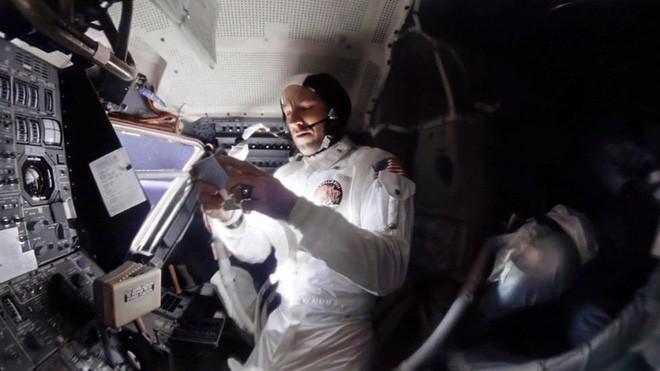 Anh chàng này tái hiện những bức ảnh trên tàu Apollo 13 với độ nét cực cao chỉ bằng cách chồng ảnh lên nhau - Ảnh 4.