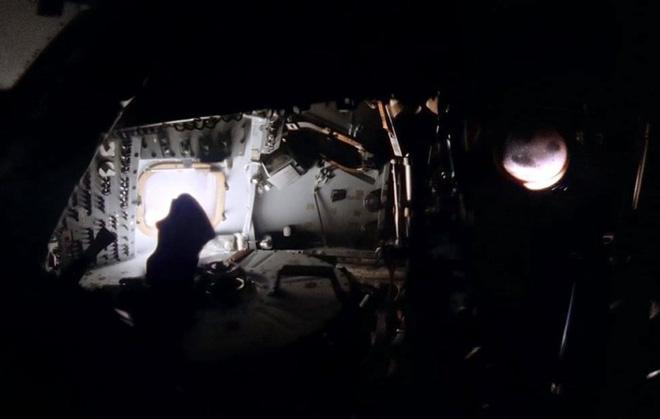 Anh chàng này tái hiện những bức ảnh trên tàu Apollo 13 với độ nét cực cao chỉ bằng cách chồng ảnh lên nhau - Ảnh 6.