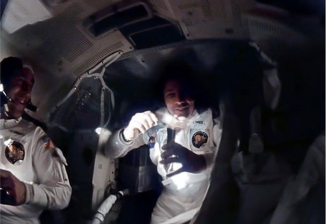 Anh chàng này tái hiện những bức ảnh trên tàu Apollo 13 với độ nét cực cao chỉ bằng cách chồng ảnh lên nhau - Ảnh 8.