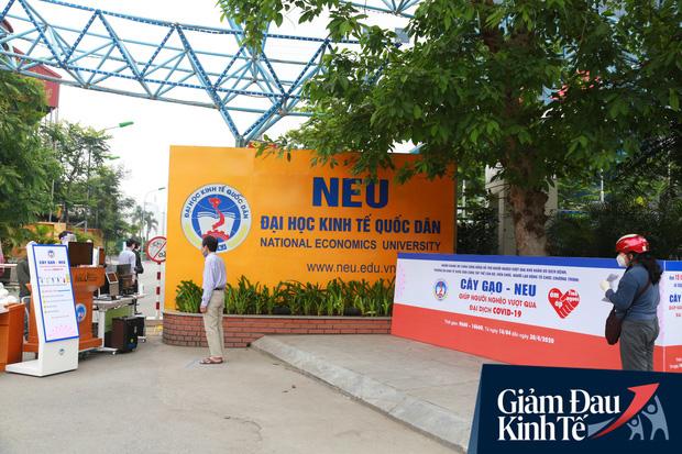 Ảnh: Xuất hiện cây gạo nhận diện bằng khuôn mặt ở Hà Nội, ai đến lấy 2 lần trong ngày bị từ chối ngay - Ảnh 1.