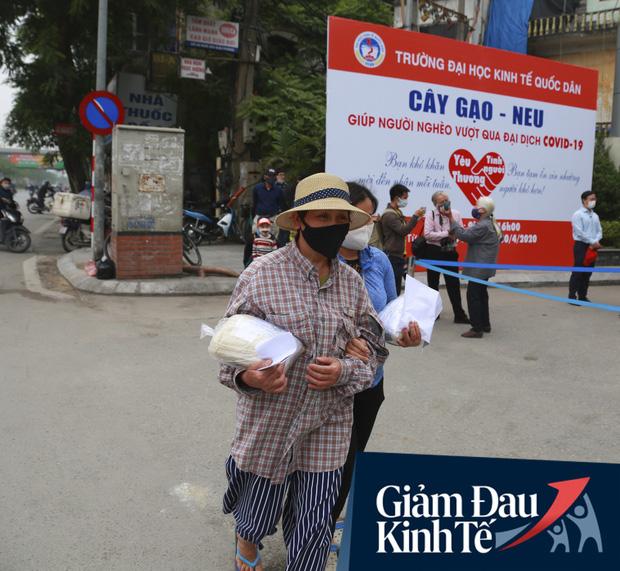 Ảnh: Xuất hiện cây gạo nhận diện bằng khuôn mặt ở Hà Nội, ai đến lấy 2 lần trong ngày bị từ chối ngay - Ảnh 10.
