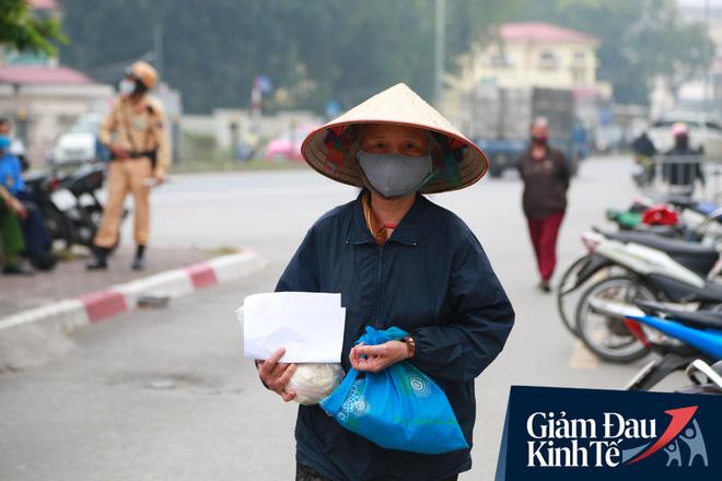Ảnh: Xuất hiện cây gạo nhận diện bằng khuôn mặt ở Hà Nội, ai đến lấy 2 lần trong ngày bị từ chối ngay - Ảnh 11.