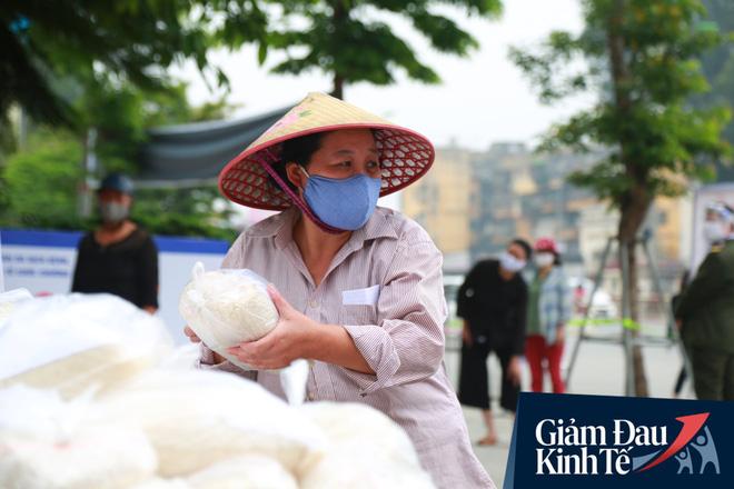 Ảnh: Xuất hiện cây gạo nhận diện bằng khuôn mặt ở Hà Nội, ai đến lấy 2 lần trong ngày bị từ chối ngay - Ảnh 12.
