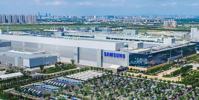 Bất chấp dịch Covid-19, 200 nhân viên Samsung vẫn được đến Trung Quốc xây dựng nhà máy chip - Ảnh 1.