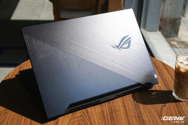 Cận cảnh ASUS ROG Zephyrus G15: Ứng cử viên sáng giá của dòng laptop gaming tầm 30 triệu đồng - Ảnh 2.