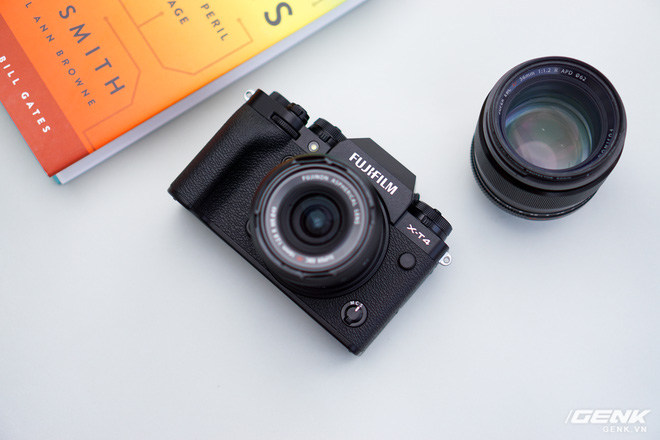 Cận cảnh Fujifilm X-T4: Màn trập mới, nặng hơn đời trước, đã có chống rung 5 trục IBIS, màn hình xoay lật đa hướng, giá gần 41 triệu đồng - Ảnh 1.