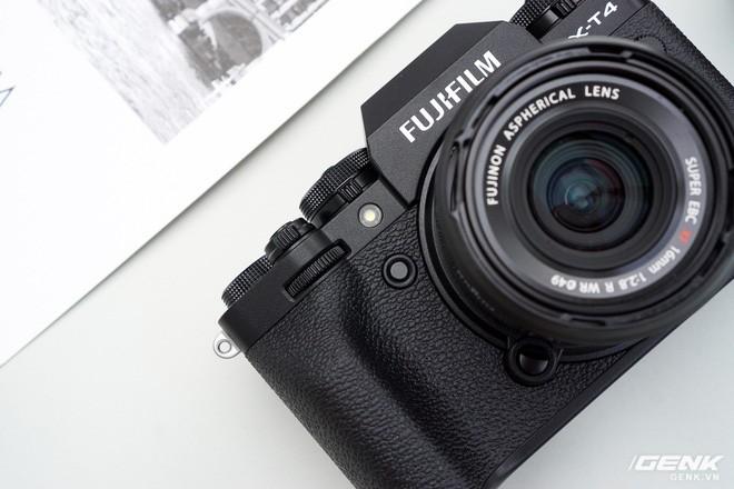 Cận cảnh Fujifilm X-T4: Màn trập mới, nặng hơn đời trước, đã có chống rung 5 trục IBIS, màn hình xoay lật đa hướng, giá gần 41 triệu đồng - Ảnh 10.