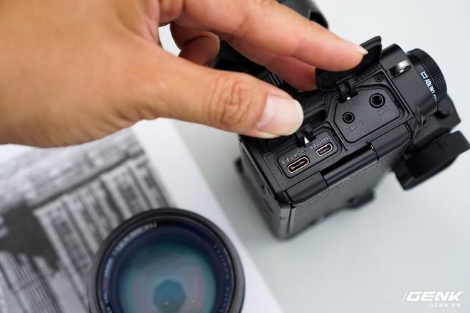 Cận cảnh Fujifilm X-T4: Màn trập mới, nặng hơn đời trước, đã có chống rung 5 trục IBIS, màn hình xoay lật đa hướng, giá gần 41 triệu đồng - Ảnh 12.