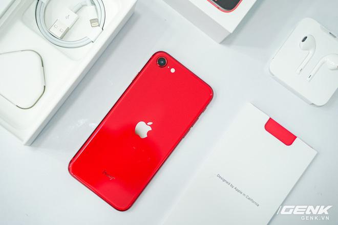 Cận cảnh iPhone SE 2020 đầu tiên tại Việt Nam: Thiết kế giống iPhone 8, giá từ 12.7 triệu đồng - Ảnh 2.