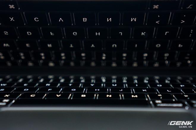Cận cảnh Macbook Air 2020: Vi xử lý Intel thế hệ 10, bàn phím cắt kéo giống bản Pro 16, hành trình phím dài hơn, giá khởi điểm 27,7 triệu đồng - Ảnh 3.