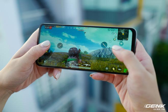 Đánh giá Realme 6: Màn hình ngon, chơi game đã là hai lợi thế lớn nhất trong mùa Ở Nhà này - Ảnh 9.
