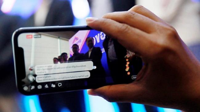 """Facebook tăng số người họp qua WhatsApp, Google """"nâng cấp"""" Meet"""