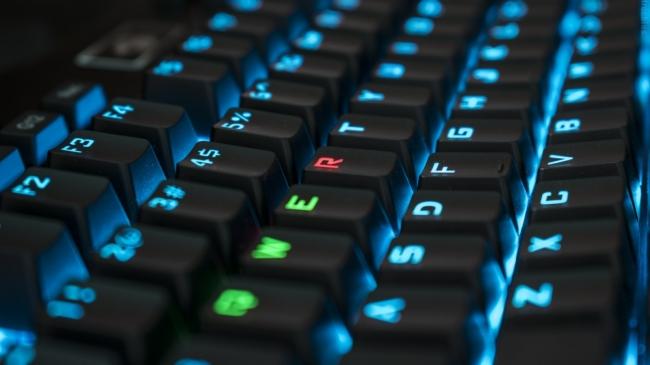 Lý do chữ cái bàn phím QWERTY sắp xếp 'lung tung': Chỉ người cực thông minh mới suy luận được