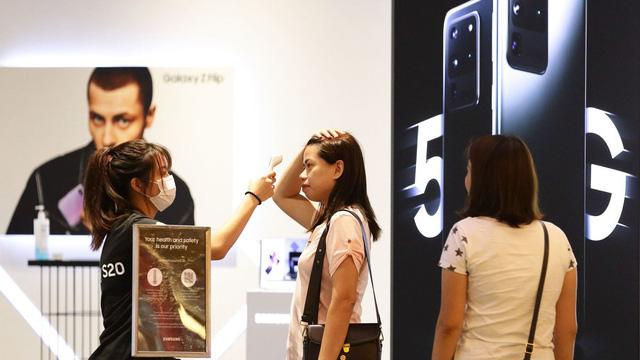 Samsung cắt giảm 50% đơn đặt hàng linh kiện smartphone - Ảnh 2.