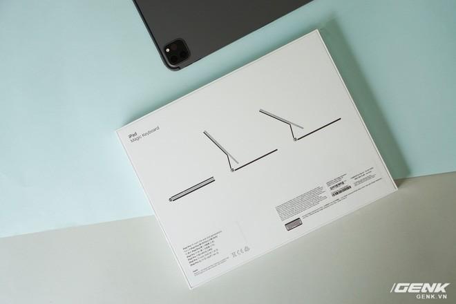 rất nặng, lắp vào dày hơn MacBook Pro 13, bù lại phím gõ rất sướng tay - Ảnh 2.
