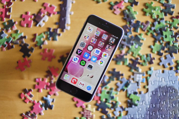 Vì sao Apple sống sót qua mùa dịch, sòn sòn ra mắt iPhone mới và các phụ kiện đều đều? - Ảnh 1.